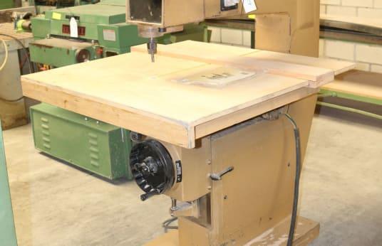 Fresatrice verticale SCM R 8