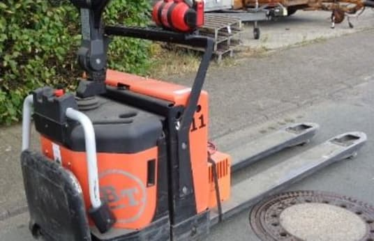 BT TOYOTA LPE 200 Electric Pedestrian Stacker with Platform