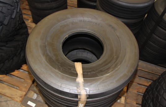 MALHOTRA 21.5L-16.1 Lot of Tires (6)