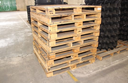 1300x1300x135 Lot of Wooden Pallets (90)