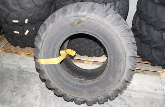 ARMOUR 21L24 Lot of Tires (4)