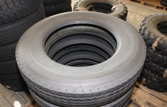 MICHELIN 9R22.5 Lot of Tires (6)