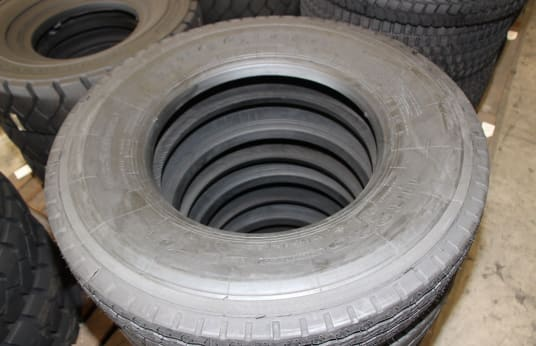 LING LONG 11R22.5 Lot of Tires (5)