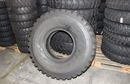 PIRELLI 14.00R20 Lot of Tires (5)