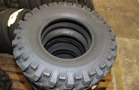 SOLGY SIZE 10-15 Lot of Retread Tires (6)