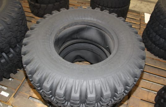 YAROSLAV 11X400-533 Lot of Tires (2)