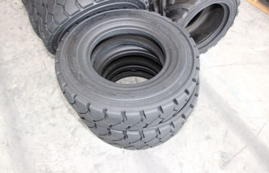 ARMPOWER 700-15 Lot of Tires (28)