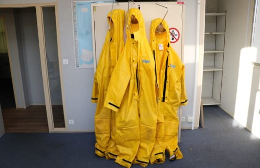 DRAGER Reusable chemical protective suits
