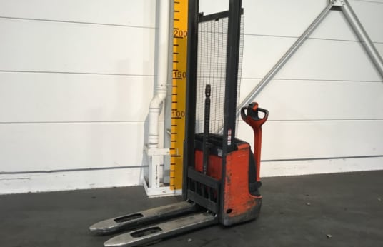 LINDE L12 Electric High Lift Truck