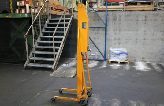 QTECK MM 200 Hand Winch Lift Truck