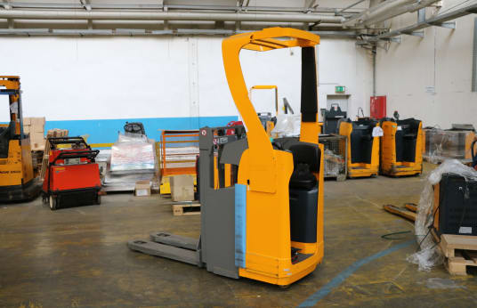 JUNGHEINRICH ESD 120 Stand- and side seat stackers