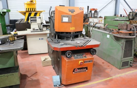 AMADA VERSA 204 Variable angle notching machine