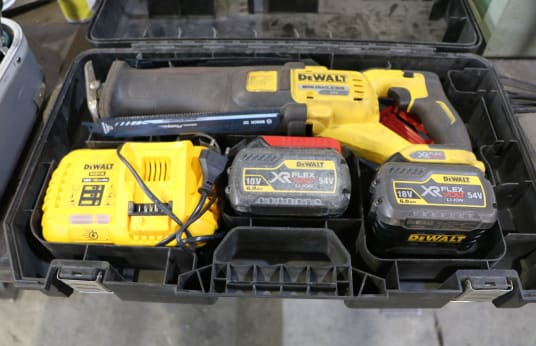 DEWALT DCS 388 Battery Reciprocating Saw