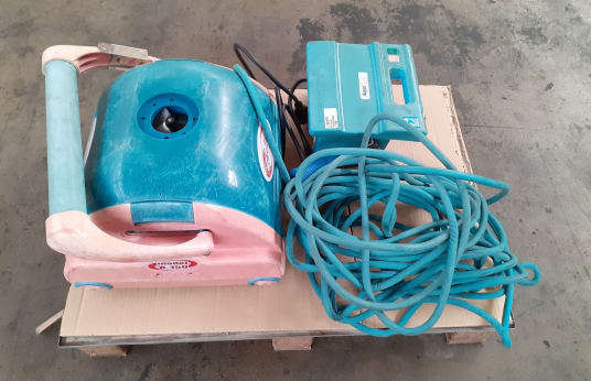 ROBOTECH R-150 Pool cleaning robot