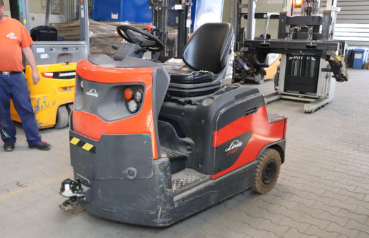 LINDE P60 Battery Rider-Seated Tow Tractor