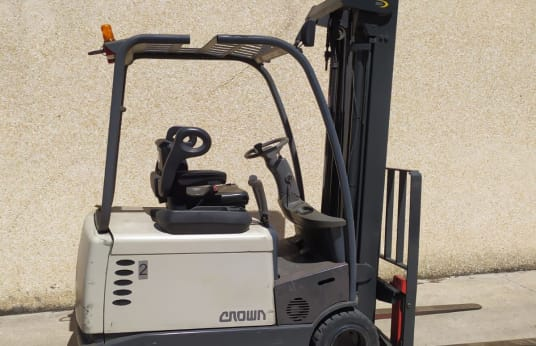 CROWN SC4200 Electric Forklift
