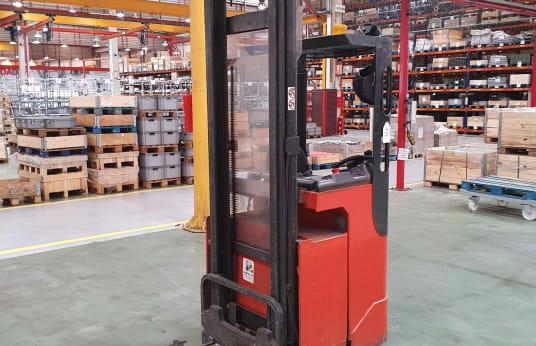LINDE L16R-03 Electric Pallet Stacker