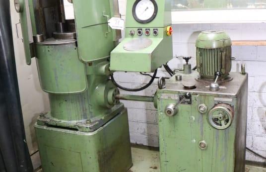 SACK & KIESSELBACH Hydraulic Straightening Press