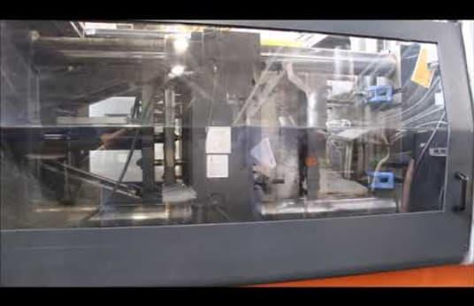 Inyectora de plástico SANDRETTO 8270 con unidad de carga ATM AUTOMATION