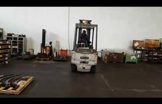 Carrello Elevatore Elettrico OM EU 30