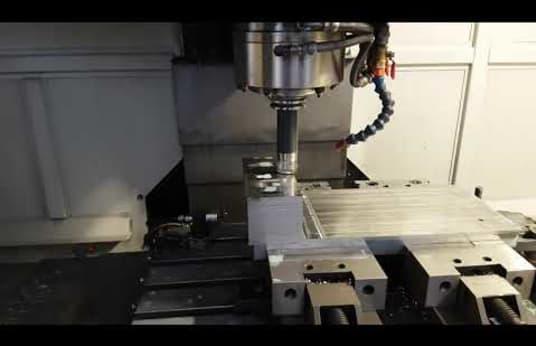 Centro di Lavoro Verticale CNC AKIRA - SEIKI V 2.5 XP