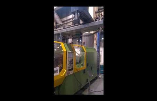 Inyectora de plástico DEMAG NC4 200-610H/80L con unidad de carga ATM