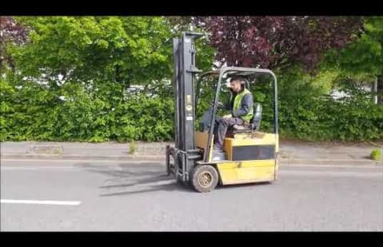 CATERPILLAR F30 Electric Three Wheel Counterbalanced Forklift