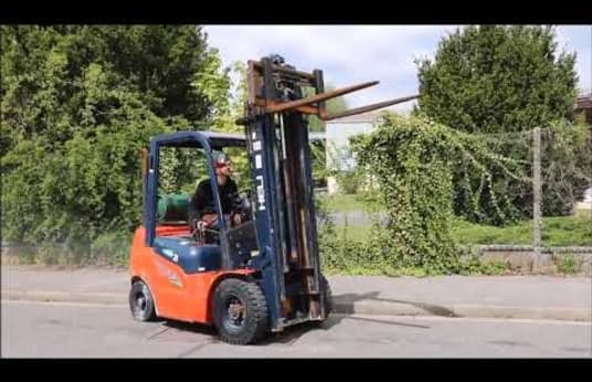 HELI CPYD25 Gas Four Wheel Counterbalanced Forklift