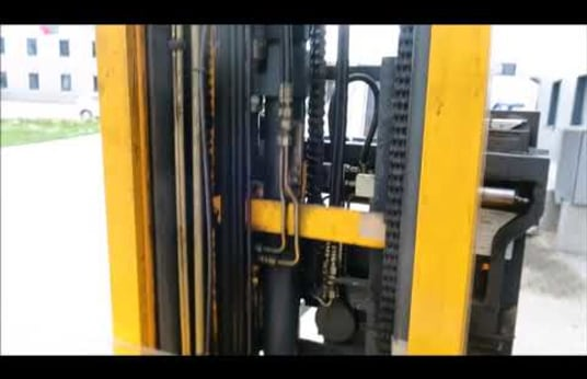 JUNGHEINRICH ETV 320 Reach truck - electric