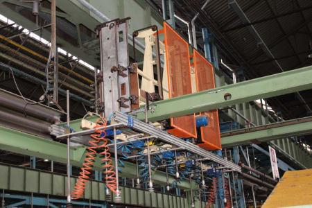 Installation de moussage pour panneaux isolants moulés (unités de réfrigérateurs) CANNON i_02773224