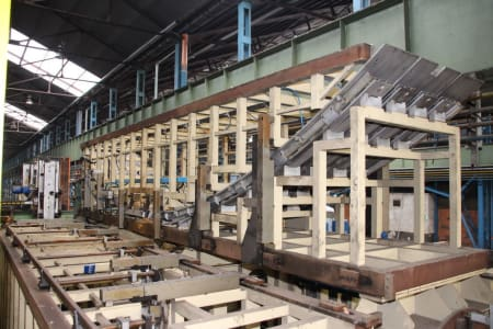 CANNON Schäumanlage für geformte Isolierplatten (Kühlmöbel) i_02773233