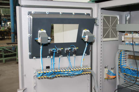 Installation de moussage pour panneaux isolants moulés (unités de réfrigérateurs) CANNON i_02773248