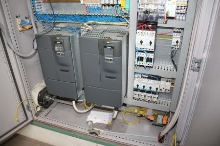 Installation de moussage pour panneaux isolants moulés (unités de réfrigérateurs) CANNON i_02773250