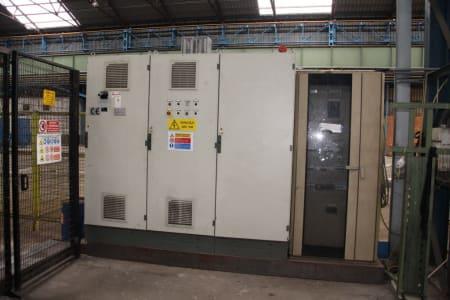 Installation de moussage pour panneaux isolants moulés (unités de réfrigérateurs) CANNON i_02773261