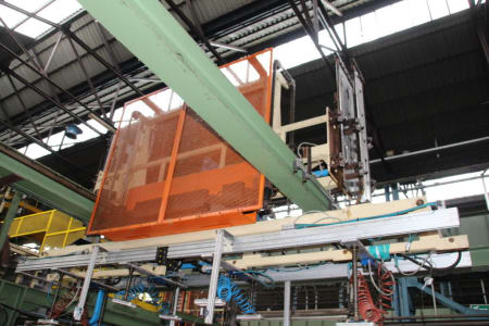 Installation de moussage pour panneaux isolants moulés (unités de réfrigérateurs) CANNON i_02773272