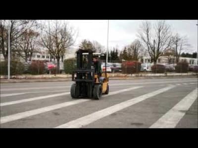 CATERPILLAR GP30N Gas Four Wheel Counterbalanced Forklift v_03504263