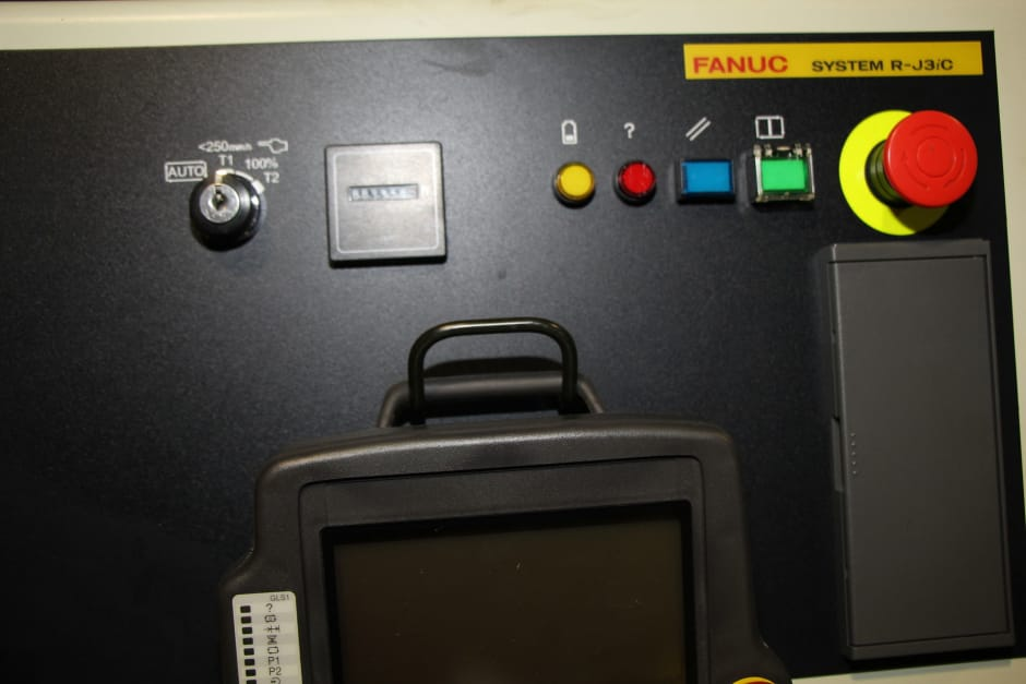 FANUC R2000iB/210F Industrial Robot: buy used | surplex auctions